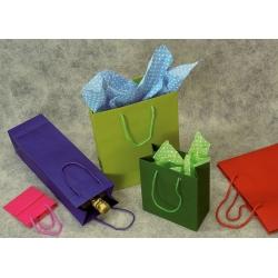 72 Bolsas de papel semilujo, colores lisos. 45x49x16 cms.