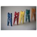 300 Pinzas de madera en colores variados 25 mm