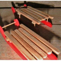 36 Trineos de madera.